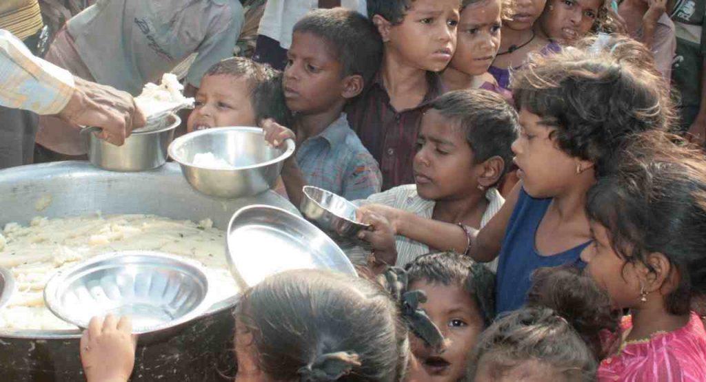 głodne dzieci w Indiach
