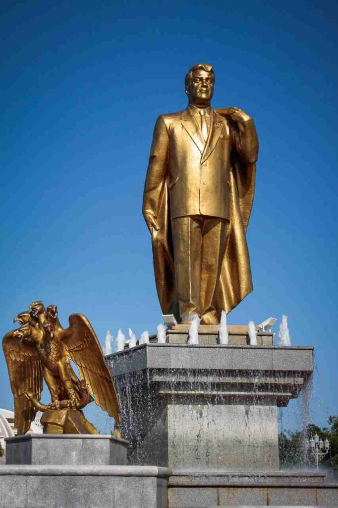 złoty pomnik Nyyazowa