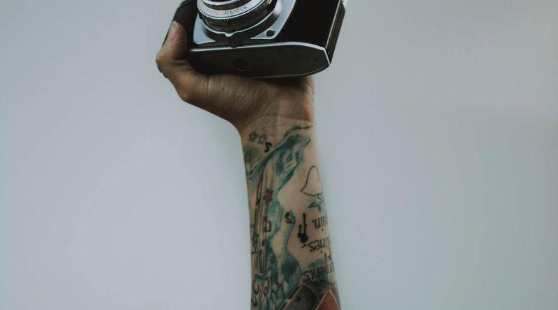 Pod skórą kinematografii – najciekawsze i najbardziej znane tatuaże filmowe