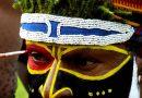 Papuasi- kędzierzawi rdzenni mieszkańcy Nowej Gwinei